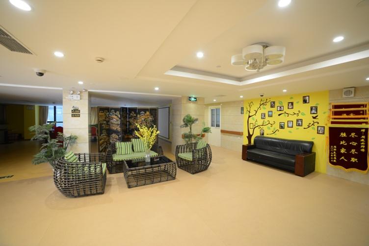 图三为上海美庭阳光家园会客厅