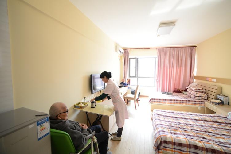 图七为上海美庭阳光家园的双人房