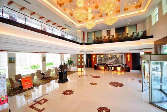 图二 酒店宽敞的大厅