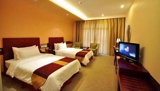 图五 酒店拥有150余间客房,房间宽敞明亮、优雅温馨