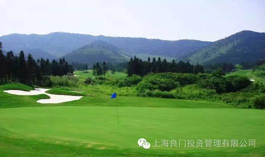 图二为基地的标准18洞高尔夫球场