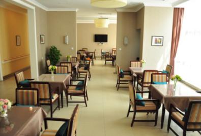 图六  遐福养老院餐厅。