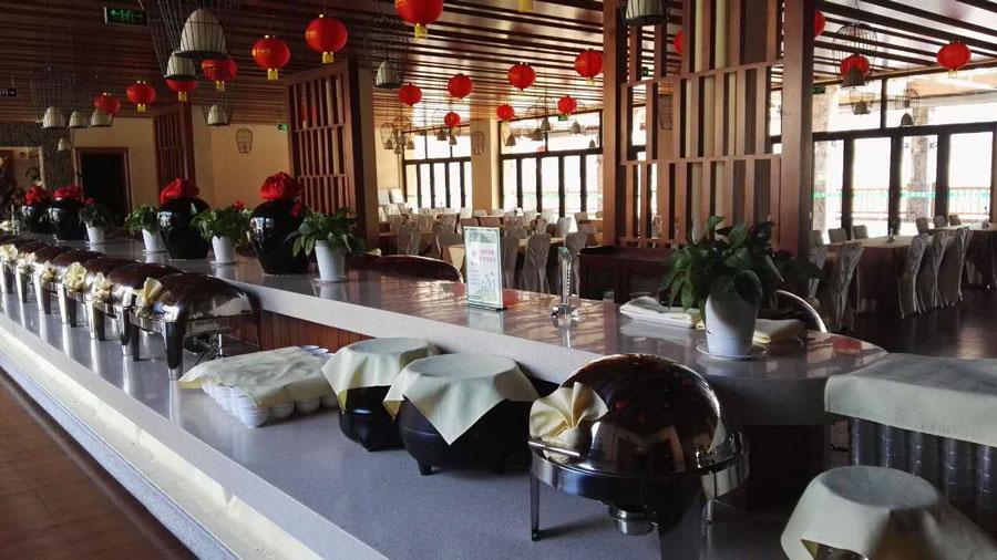 厨房和自助餐厅