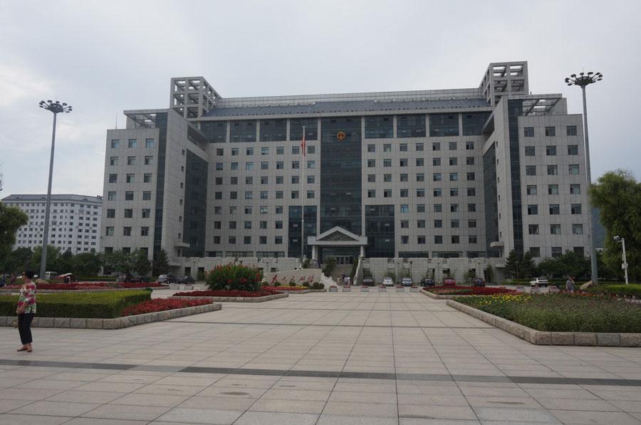 集安市(县级市)政府办公大楼。