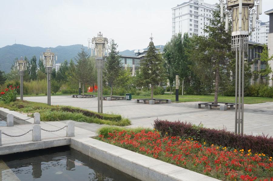 集安市居民小区,背后的山是朝鲜所在地。